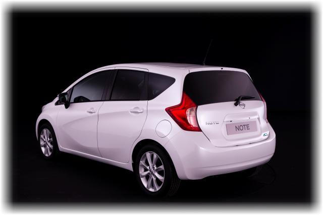 Nissan_note_2014_10