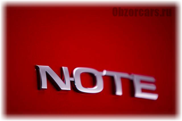 Nissan_note_2014_4