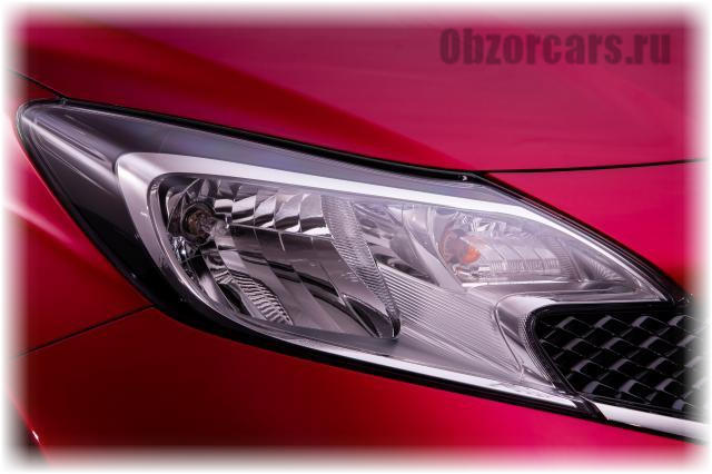 Nissan_note_2014_6